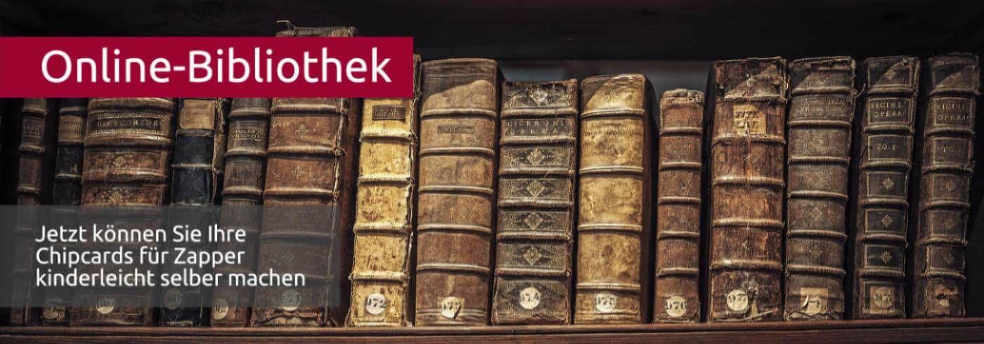 Im Regal stehen alte, dicke Bücher aus Leder