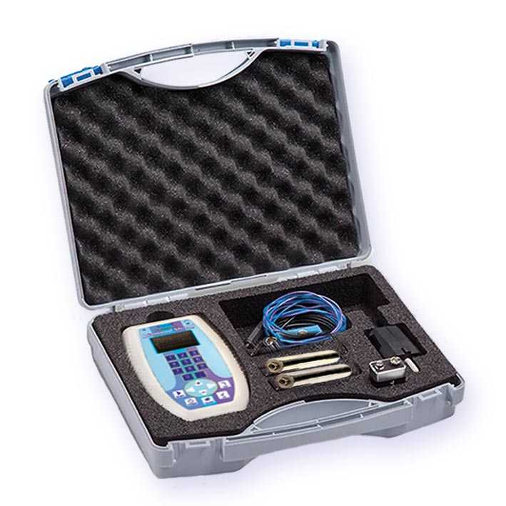 Der Diamond shield professional wird mit viel wichtigem Zubehör im stabilen Schutzkoffer geliefert: Handelektroden, Kabel, Erdungskabel, Akku und Ladegerät