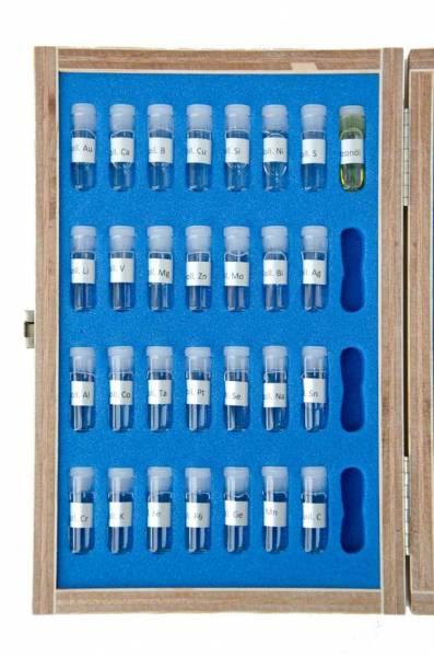 Vorschau: Testkasten mit 2ml-Proben von 28 verschiedenen Kolloiden und ozonisiertes Olivenöl - offen