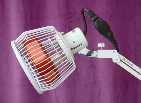 Vorschau: Der Kopf der TDP-Lampe TD5P kann in alle Richtungen gedreht und gebogen werden