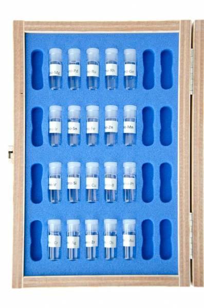 Der Testkasten enthält 20 verschiedene monoatomische Elemente - offen