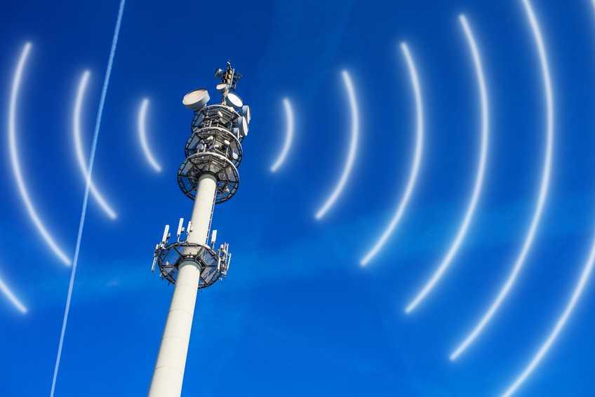 Mobilfunkmast strahlt Frequenzen ab