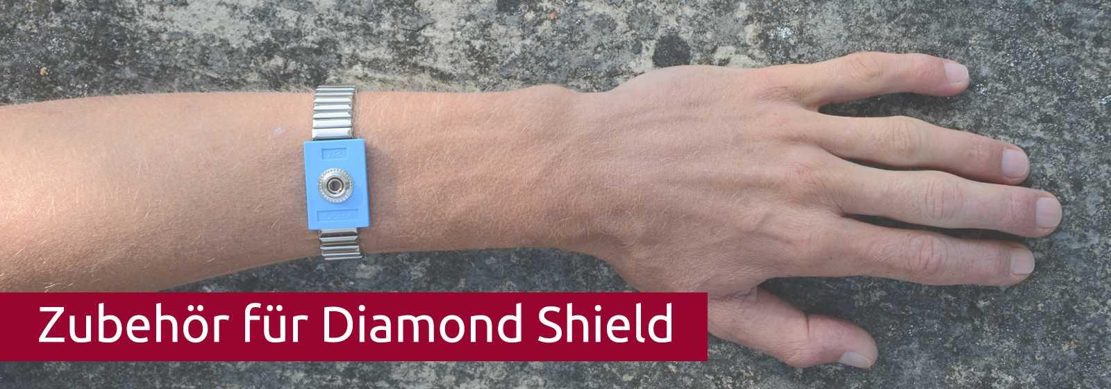 Der Unterarm eines Mannes hat eine Handgelenk-Manschette für Diamond Shield Zapper angelegt