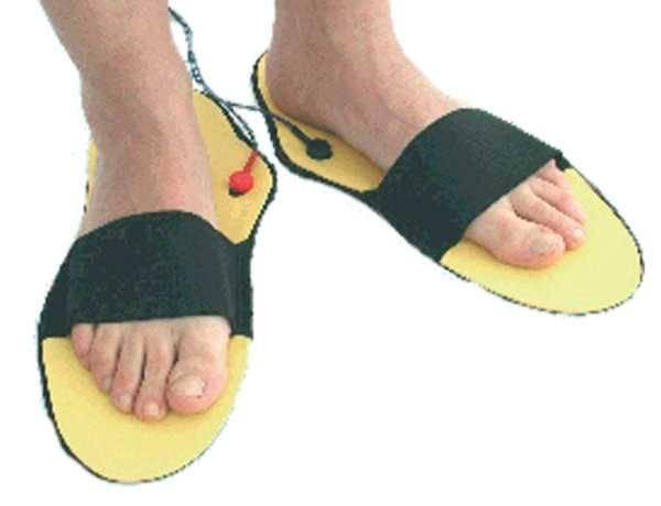 1 Paar Elektrokontakt-Pantoffeln, gelb-schwarz